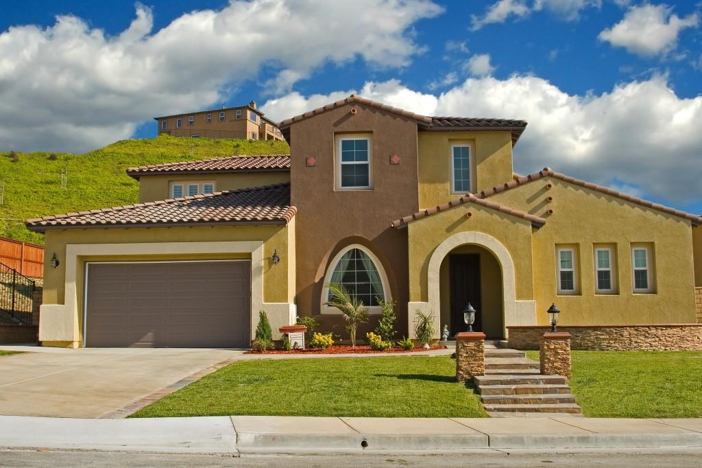 Para muchos el verano es el inicio de la temporada de for Colores para exteriores de casas 2016